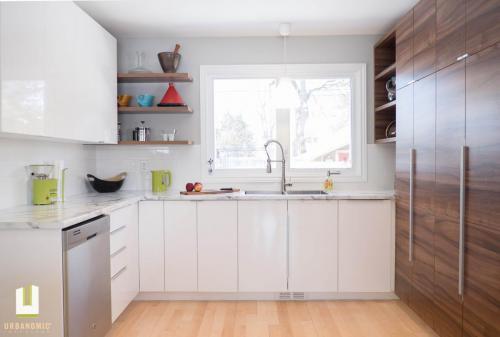 Courtice Ave - White + Walnut Modern Kitchen Design - Urbanomic Interiors 15