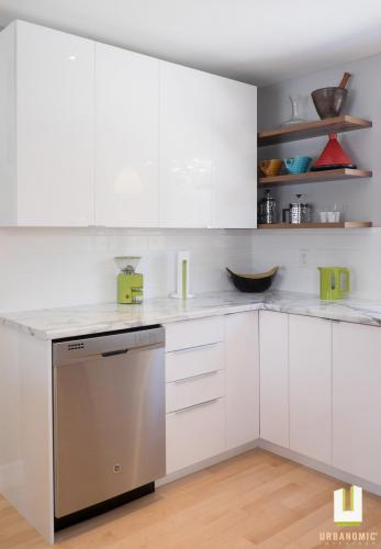 Courtice Ave - White + Walnut Modern Kitchen Design - Urbanomic Interiors 20