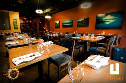urbanomic_interiors_interior_designer_ottawa_canada_restaurant_design_zen_1